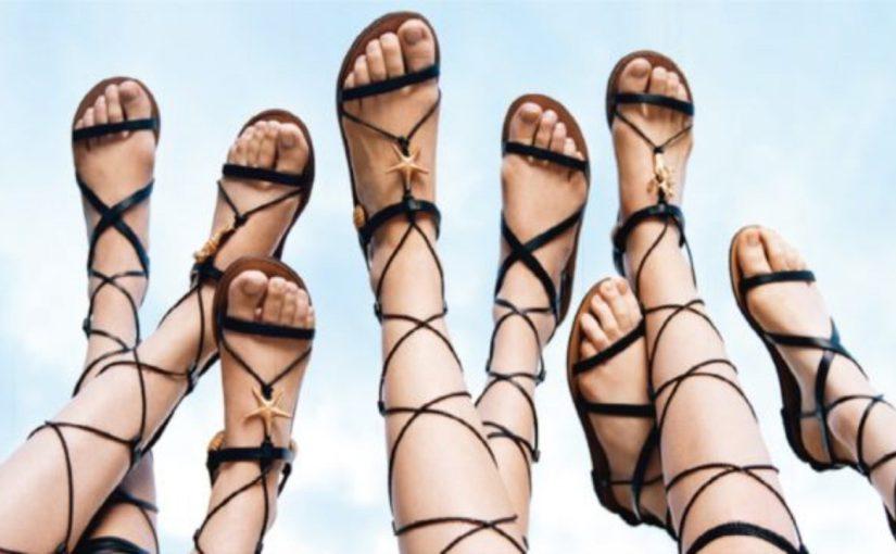 В сандалиях можно пойти на пляж и в театр