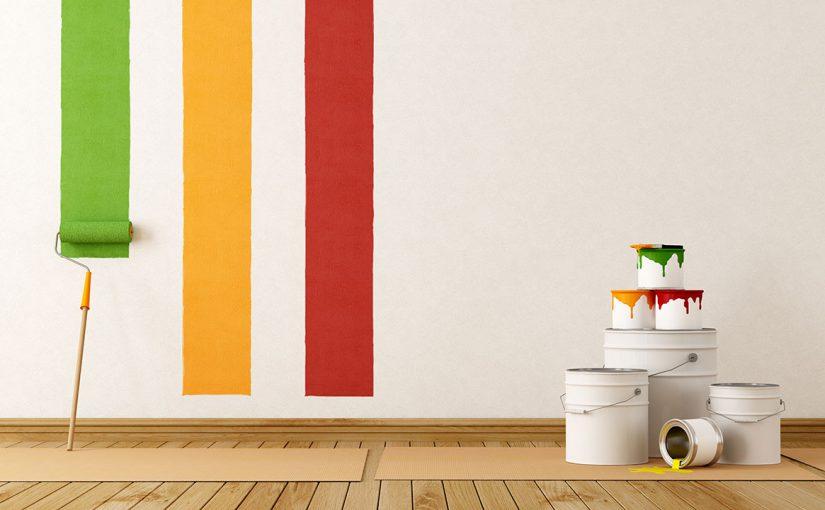 Юля Журавлева хочет перекрасить стены, но пока рисует платья