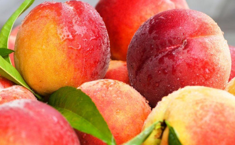 На Центральном рынке Новороссийска плодово-ягодное изобилие