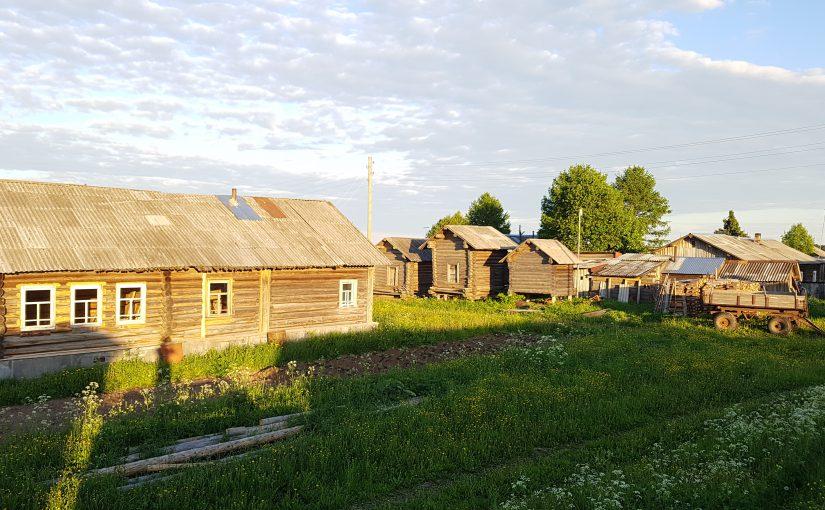 Новороссийская студентка в заброшенных деревнях навещала людей и храмы