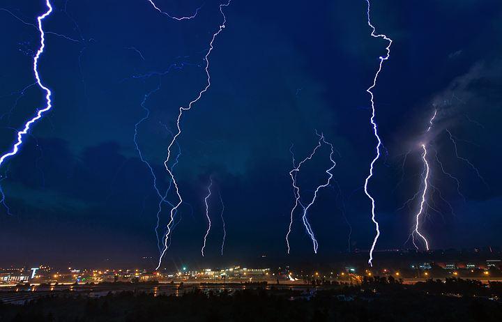 Молнии по Новороссийску били без промаху