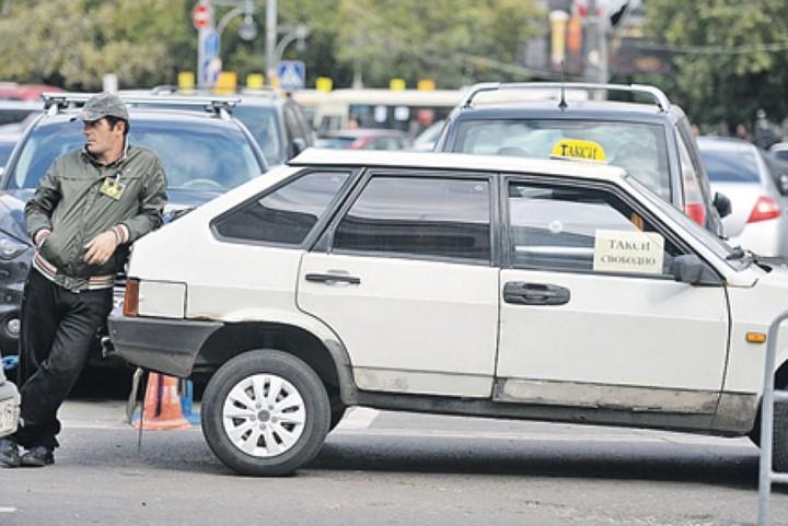 В Новороссийске выделят еще одну площадку для машин, конфискованных у таксистов