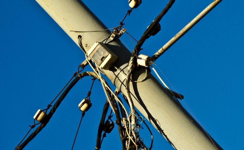 Новороссиец обрушил электрический столб