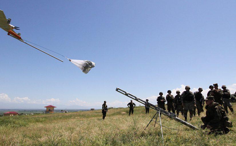 Новороссийские десантники переносят беспилотники в рюкзаках