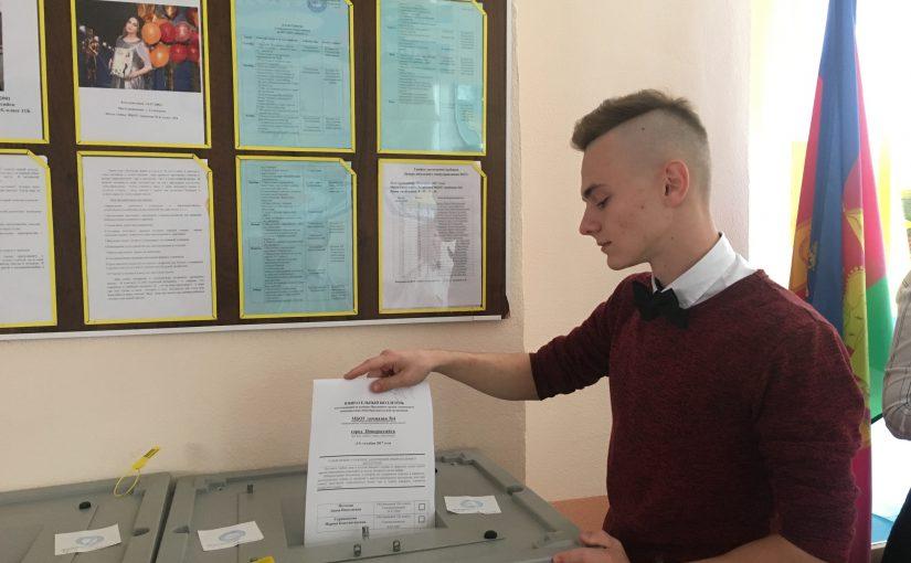 Голоса избирателей в новороссийских школах завоевывали печеньками  и идеями