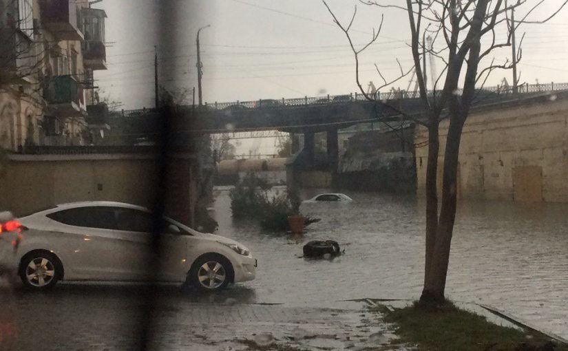 В Новороссийске на Стандарте утонула машина