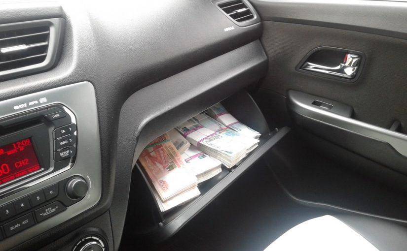 Исчезли полмиллиона рублей из машины в центре Новороссийска