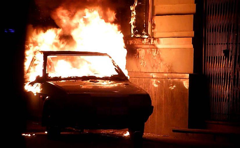 Новороссийский пожарный спас от огня и дыма женщину, уснувшую в машине