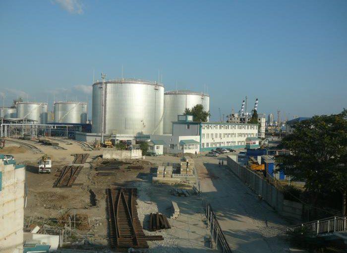 Новороссийцам хотят добавить еще 15 тысяч тонн нефтепродуктов в центре города