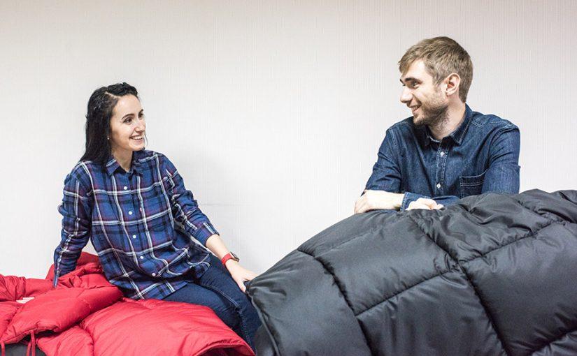 Судоводитель из новороссийской «вышки» придумал с женой одеяло-пуховик