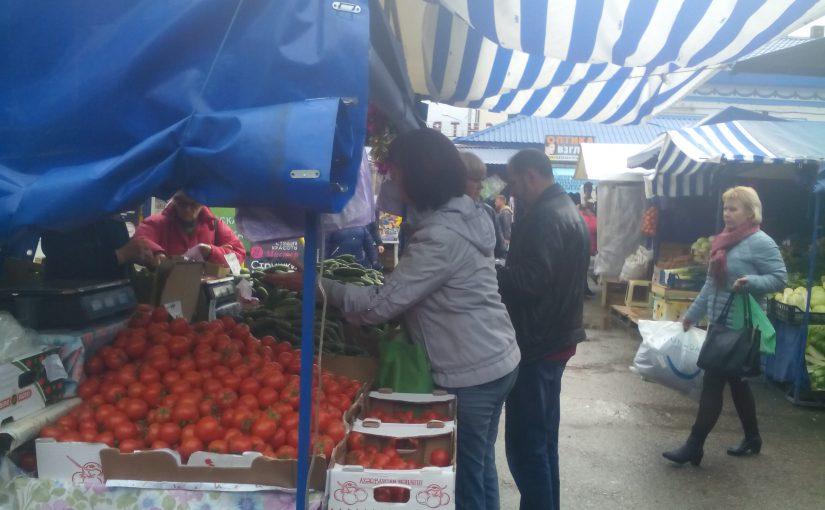 На новороссийском рынке продукты подешевели. Совсем немного