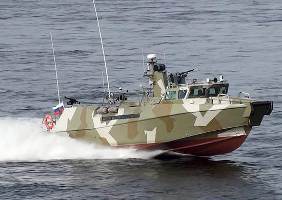 В Новороссийске возле нефтепричала нашли чужую лодку и гидрокомбинезоны