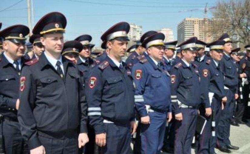 Красивым гаишникам Новороссийска напомнили о вежливости и соблюдении закона