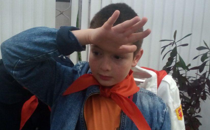 Новороссийцам дали померить пионерский галстук, но в горн дудеть не разрешалось