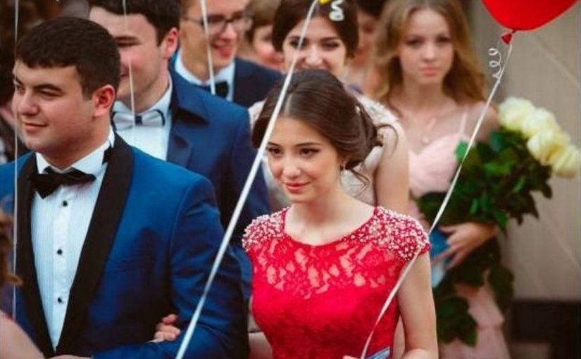Новороссийские выпускники станцуют вальс в оцеплении