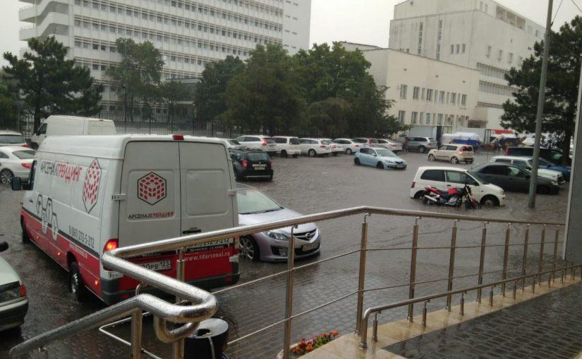 Долгожданный дождь в Новороссийске снова обернулся стихийным бедствием