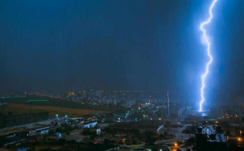 Новороссийцу стало страшно оттого, что молния в кадре удалась