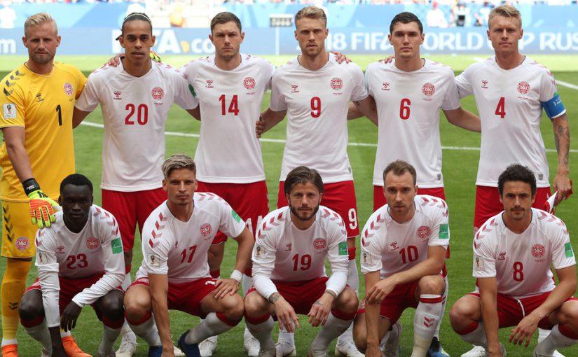 Футболисты датской сборной сегодня в Анапе играли с местными в мяч на пляже и ходили по рынку