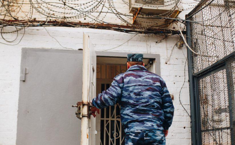 400 жителей Челябинской области просят отпустить умственно отсталого парня из новороссийского СИЗО