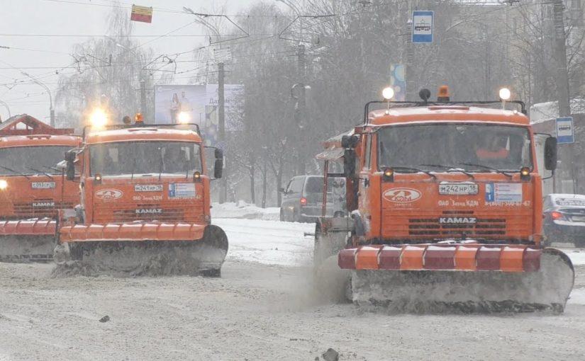 В Новороссийске универсальный самосвал будет разбрасывать песок и вывозить мусор