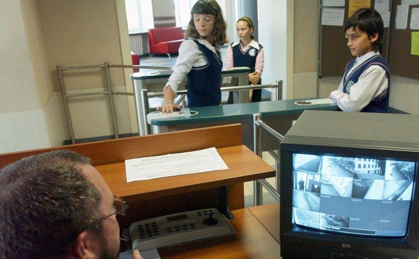 В новом учебном году в Новороссийске родители перестанут платить за охрану школ?