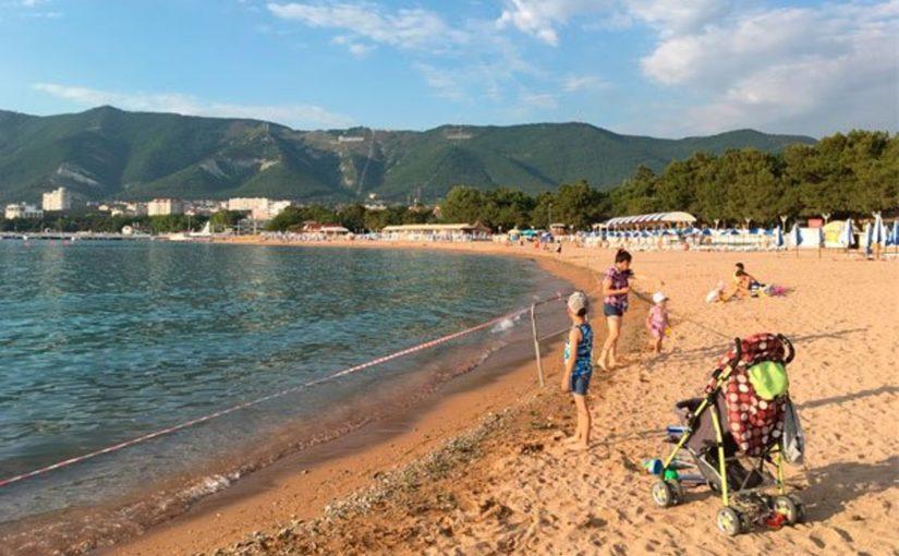 Пляжи Геленджика снова были закрыты – в море попали канализационные стоки