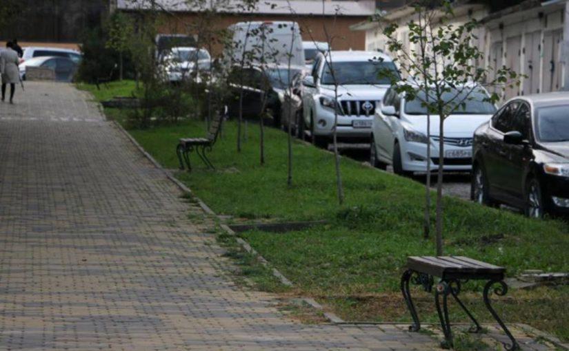 В 13-м микрорайоне Новороссийска после вандалов реконструируют сквер