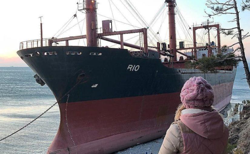 Как на кораблекрушении под Новороссийском делают хорошие деньги