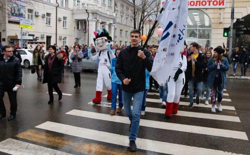 Алтын и Алмаз с флагом WorldSkills в Новороссийске могли научиться рисовать пластилином