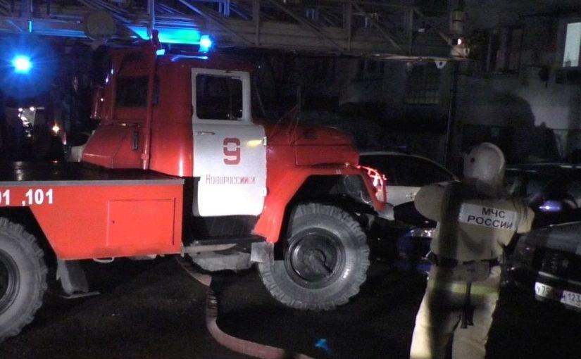 При пожаре в пятиэтажке Новороссийска хозяева квартир и гости надышались угарным газом
