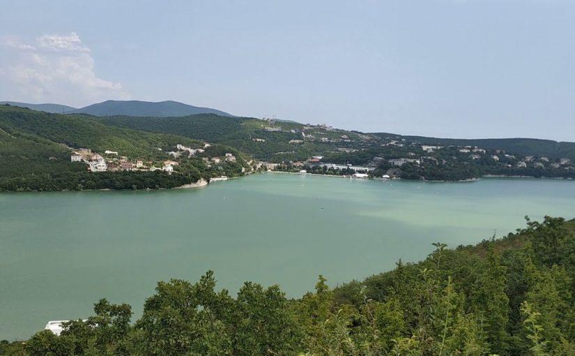 На берегу Абрау построят гостиницу с видом на озеро и море