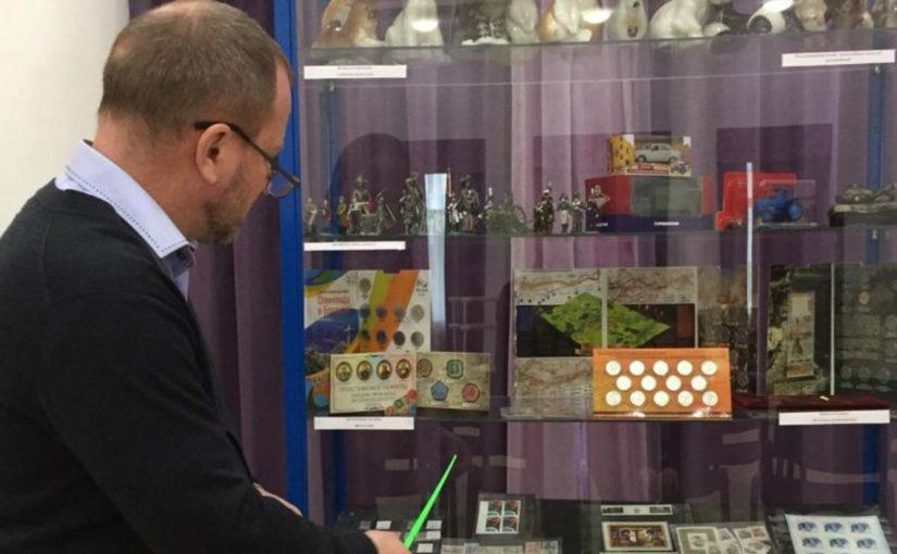 В Новороссийске на выставке коллекционеров можно было увидеть «пожилую» марку и «юные» картмаксимумы