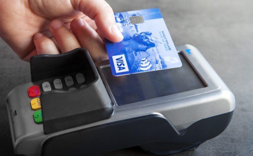 Жители Новороссийска нашли чужие банковские карты и стали делать покупки
