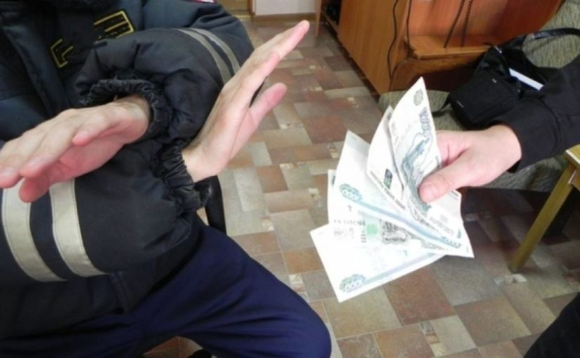 В Новороссийске полицейский отказался от взятки в 11 тысяч рублей