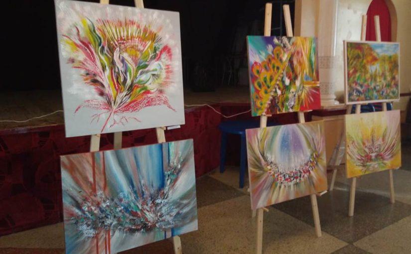 На выставке в Новороссийске открылся мир приснившихся картин