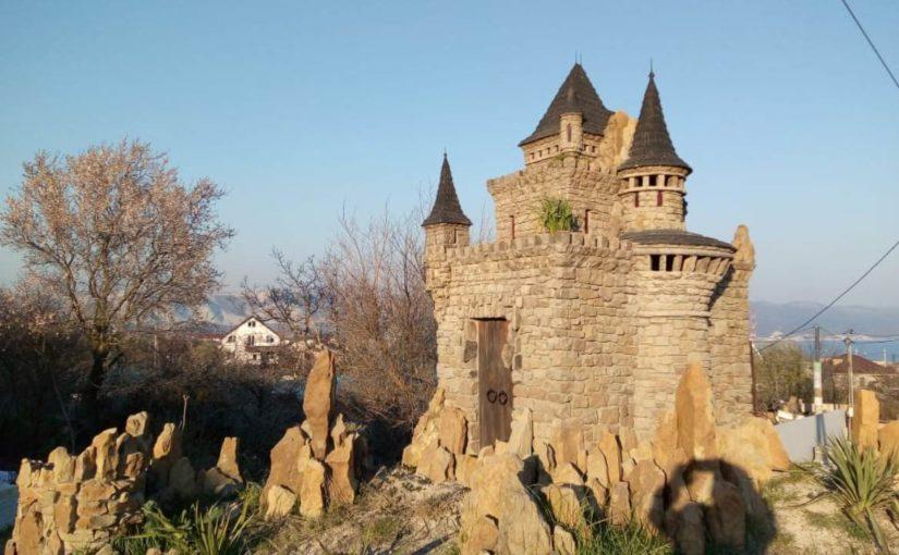 В Новороссийске строится новый средневековый замок
