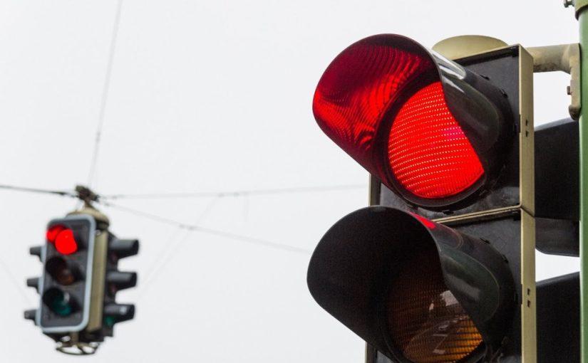 В Новороссийске подросток на мотоцикле поехал на красный свет и попал в ДТП