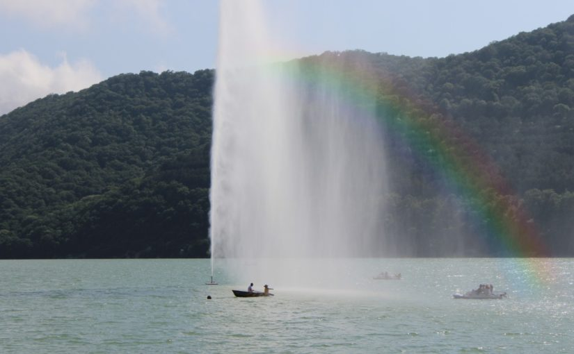 В Абрау-Дюрсо из озера «забил» фонтан