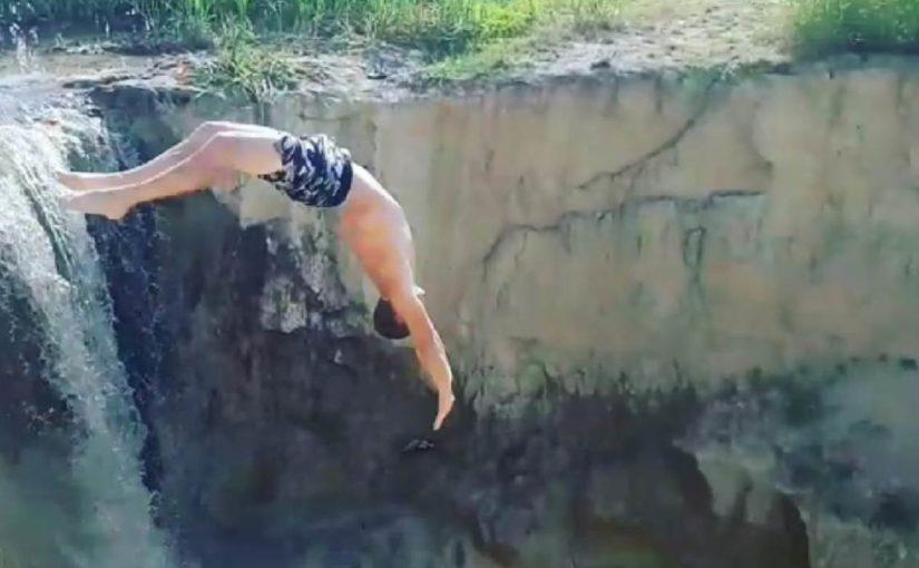 Житель Новороссийска на Большом Раевском пруду делает сальто  (видео)