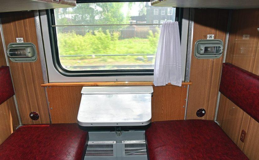 Полицейские Новороссийска сняли с поезда мать, вышвырнувшую дочку из купе