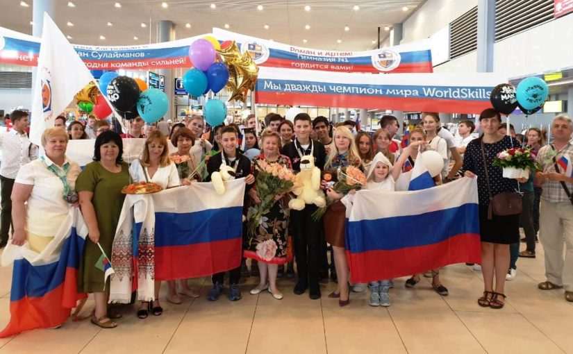 Новороссийские гимназисты заработали за победу в робототехнике по 100 тысяч рублей