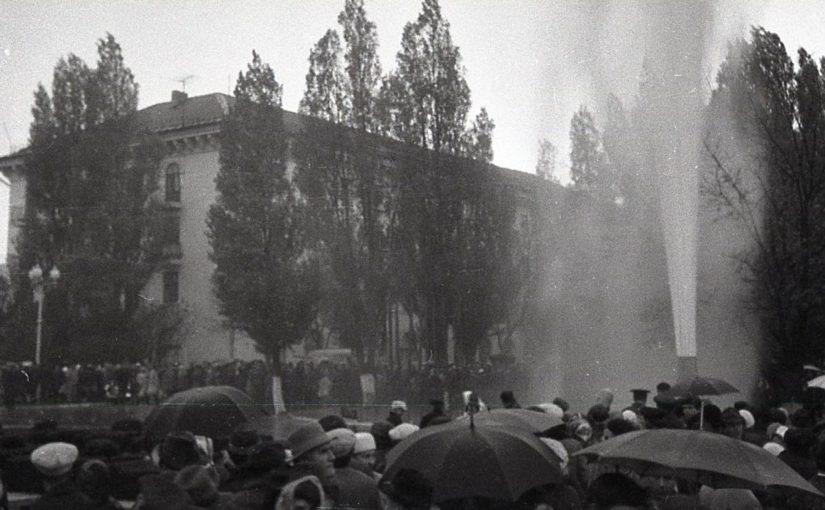 48 лет назад жители Новороссийска поздравляли друг друга с водой