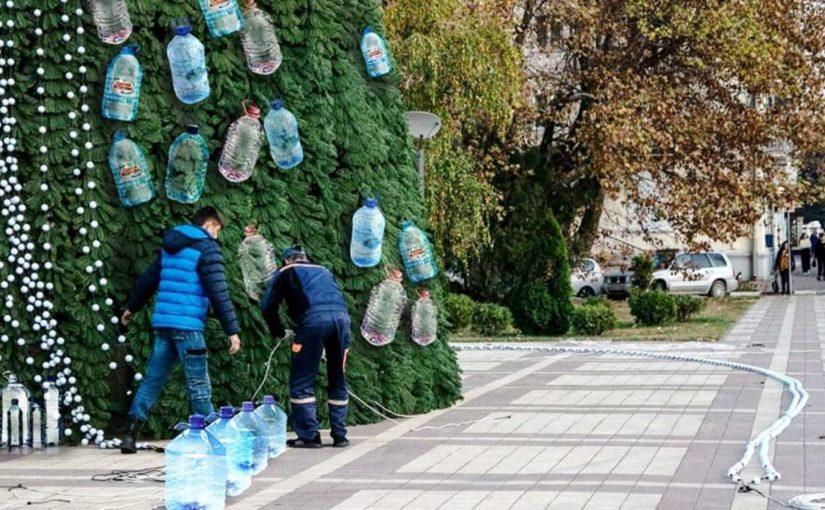В Новороссийске жителей без воды спасает чувство юмора