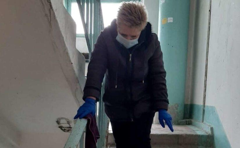 В многоквартирных домах Новороссийска дезинфицируют лифты, мусоропроводы, перила