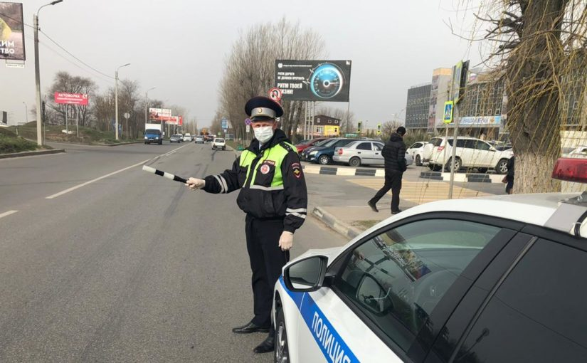 Сотрудники ГИБДД в Новороссийске наденут маски и станут меньше общаться с водителями