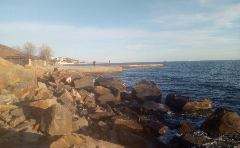 Новороссийцы в марте пробовали открыть купальный сезон (видео)