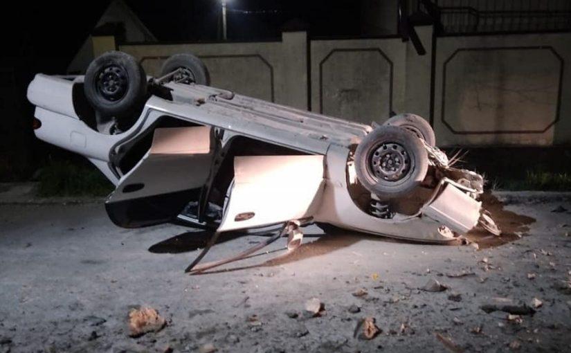 В Новороссийске автомобиль врезался в опору ЛЭП: погиб несовершеннолетний