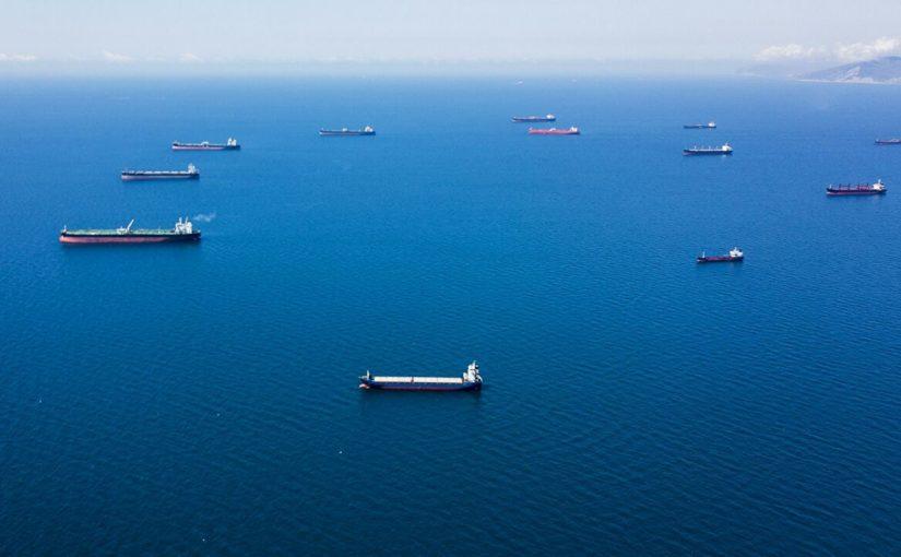 В Новороссийске не обнаружили утечки топлива из затонувшего «Нахимова». Откуда нефтяные пятна?