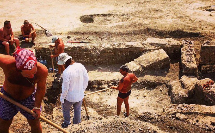 Новороссийских волонтеров приглашают на раскопки некрополя, крепости и города