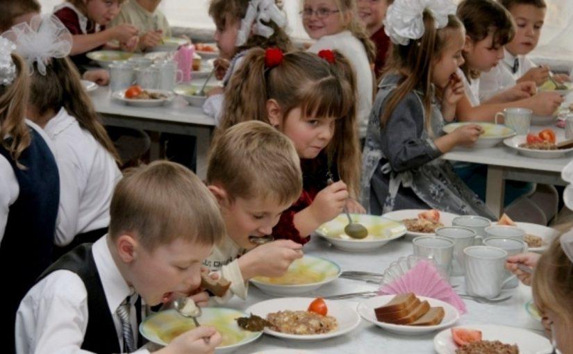 Как правильно кормить учеников макаронами в новороссийских школах